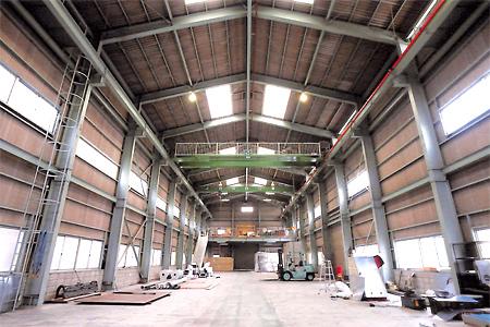 組立工場(13.7mW x 45mL x 12mH)